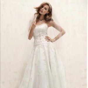 Oleg Cassini Wedding dress. Size 4